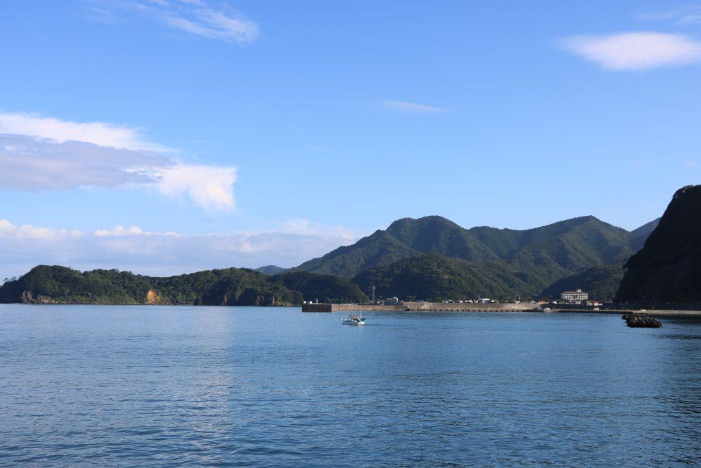 松崎町の海と山