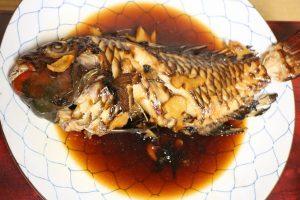 豪快な魚の煮付け